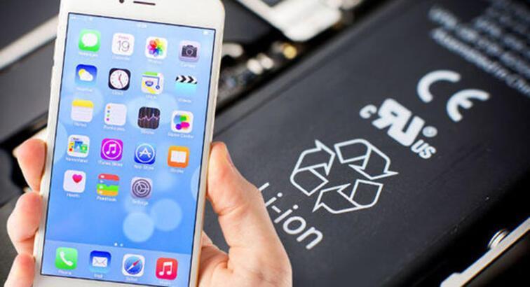 Apple, iPhone'unun pilini garanti dışı değiştirenlere 190 TL ödeyecek