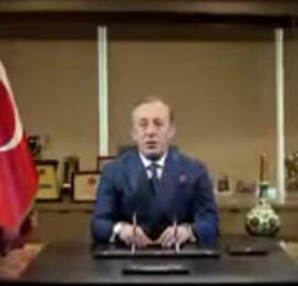 Bayrak tepkisine Ağaoğlu'ndan açıklama