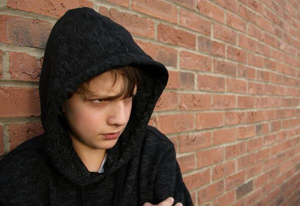 Çocuğunuzun uyuşturucu bağımlısı olduğunu gösteren 10 işaret