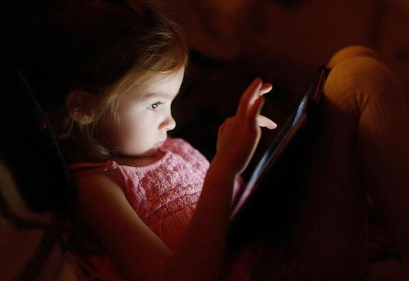 Çocuklarda internet bağımlılığı birden kesilmemeli