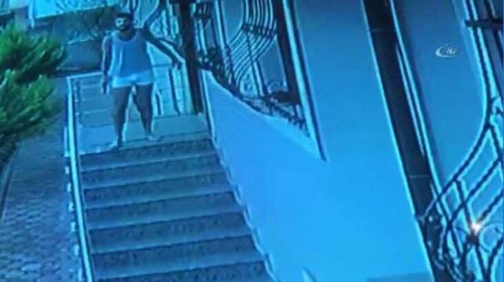 Yarı çıplak halde silahla kovaladı! Kapısından kaçıp gidenler bakın kimdi