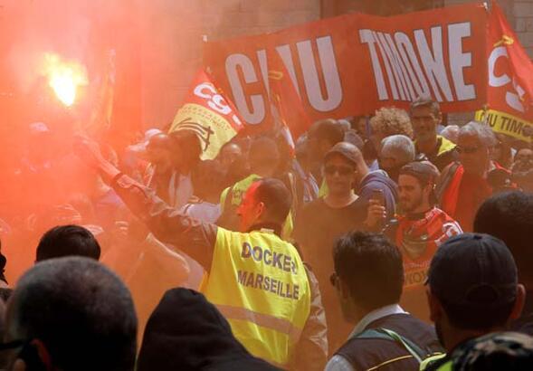 Fransa iş yasası değişikliklerine karşı ayakta