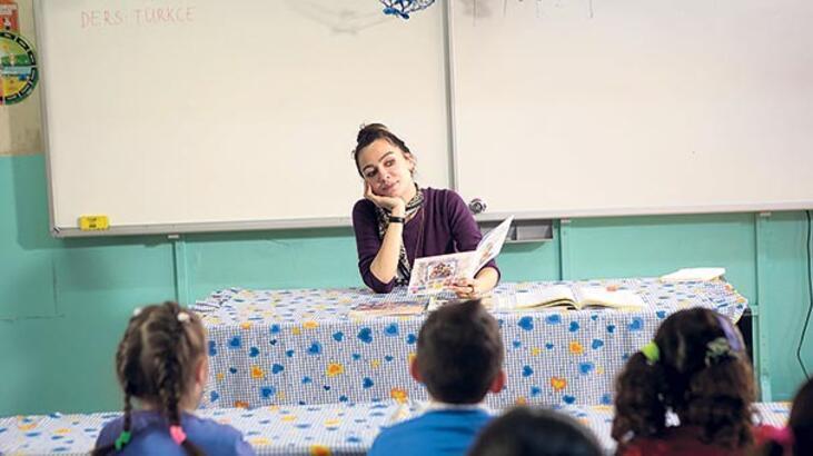 Çocuklara kitap okudular