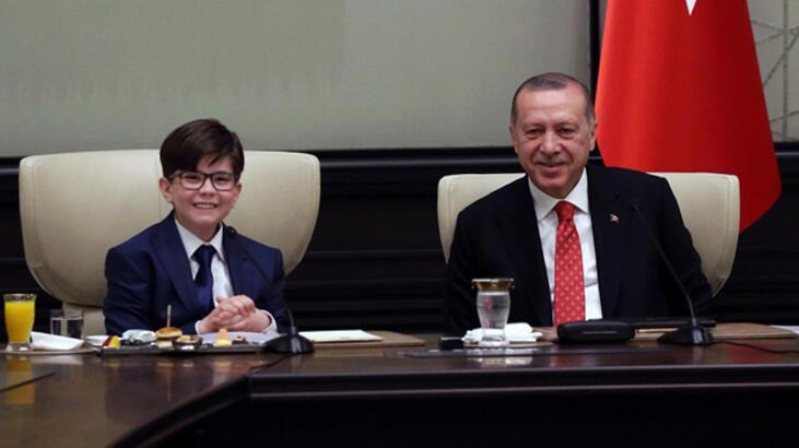 Cumhurbaşkanı Erdoğan'ın koltuğuna 12 yaşındaki Fatih oturdu
