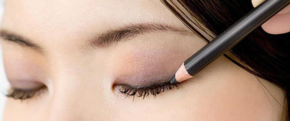 Doğru göz kalemi nasıl seçilir?