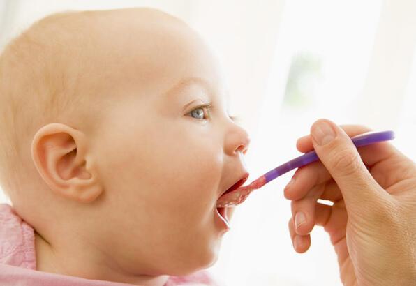 Bebeklere sakın et suyu vermeyin