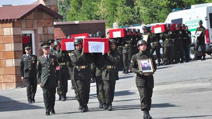 Elazığ ve Bitlis şehitleri için hazin tören