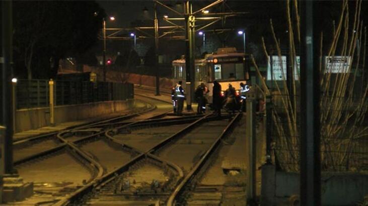 Son dakika... İstanbul'da tramvay raydan çıktı