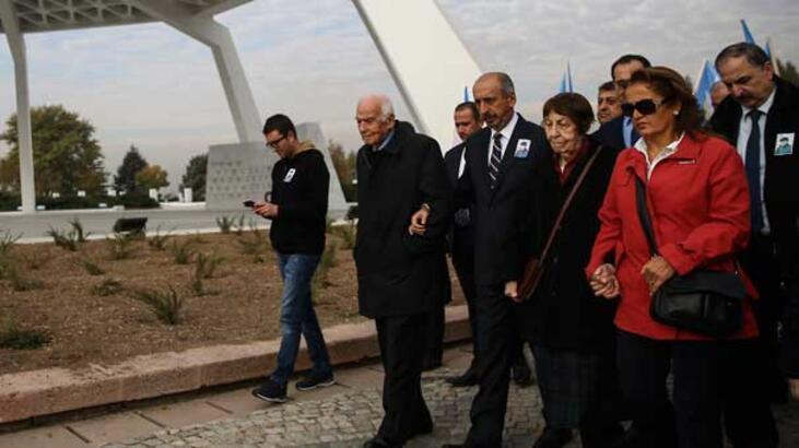 Bugün Bülent Ecevit'in ölüm yıl dönümü