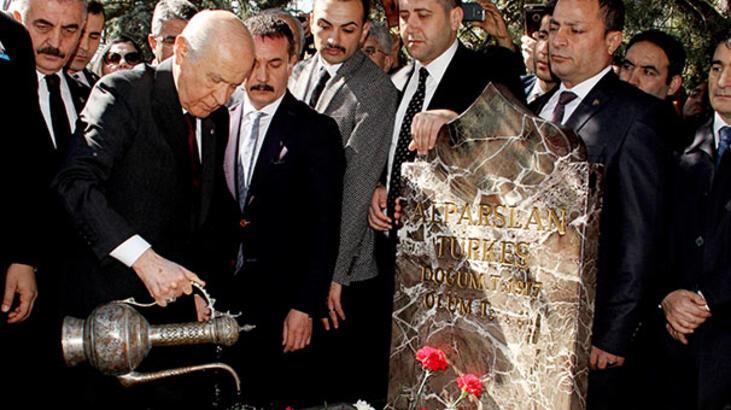 MHP'nin Kurucu Genel Başkanı Alparslan Türkeş mezarı başında anıldı
