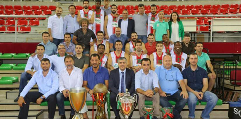 Karşıyaka şampiyonluğu kutluyor!