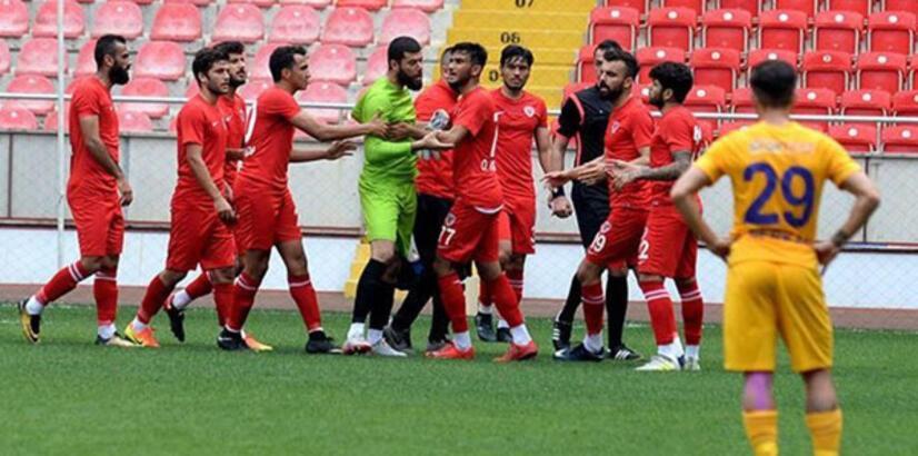 Mersin İY kalecisi, 4. gol sonrası sahayı terk etti