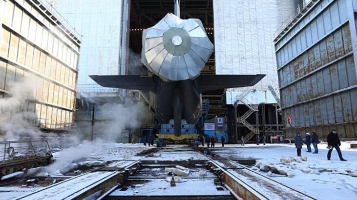 Rusya yeni nükleer denizaltısı ile gövde gösterisi yaptı