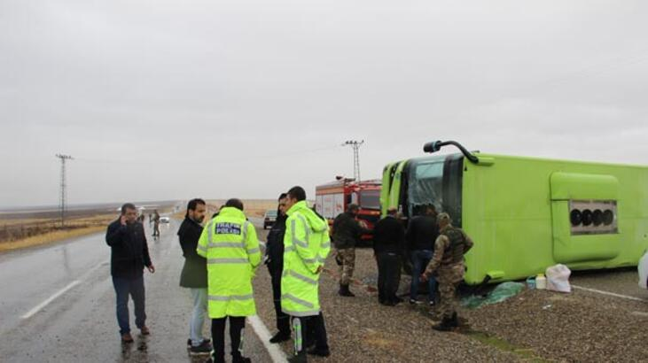 Diyarbakır'da belediye otobüsü devrildi: 11 yaralı