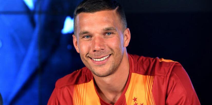 Lukas Podolski'den olay tweet!