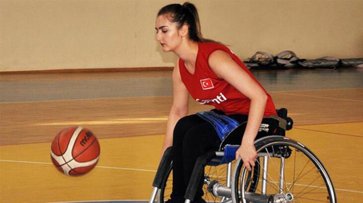 Daha önce hiç tekerlekli sandalye kullanmayan kız, şimdi milli takımda