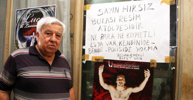 """Ressamdan hırsızlara uyarı: """"Burada para olmaz"""""""