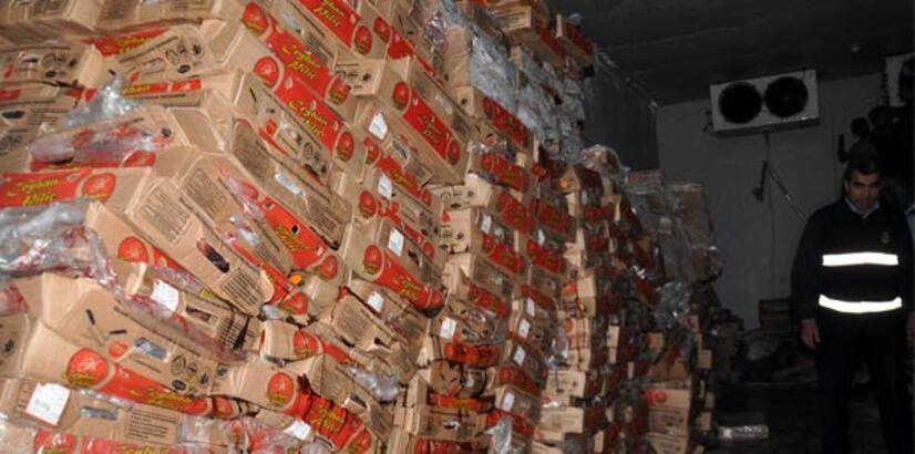 Diyarbakır'da tarihi geçmiş 12 ton tavuk eti ele geçirildi