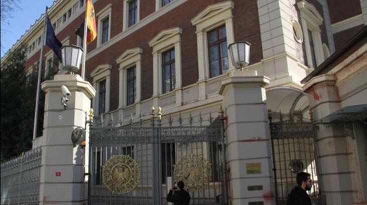 Almanya ve İngiltere büyükelçiliklerinin kapalı tutulması: 4 gözaltı