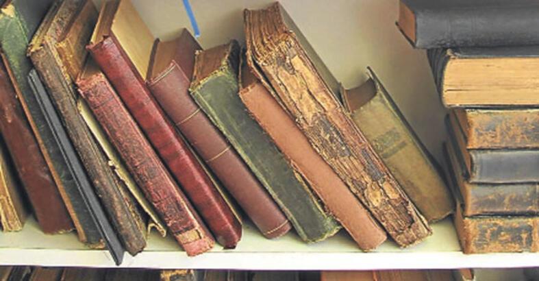 Son trendlerle antika kitaplar yan yana