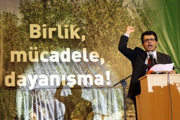 'Ülkeyi SerdarDenktaş yönetiyor'