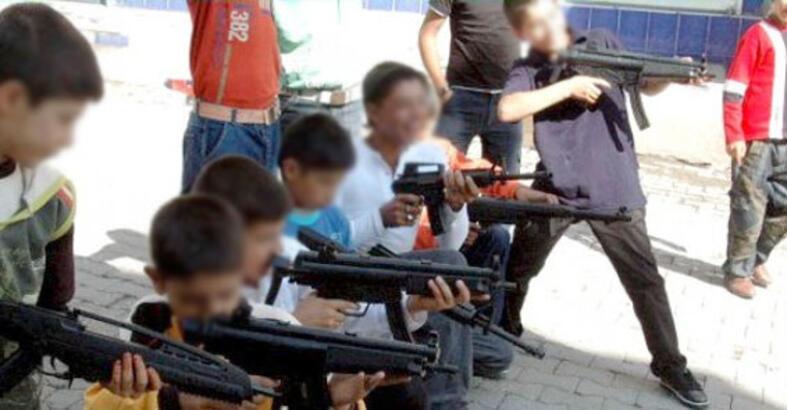 Oyuncak silah ve tabancalara dikkat!!