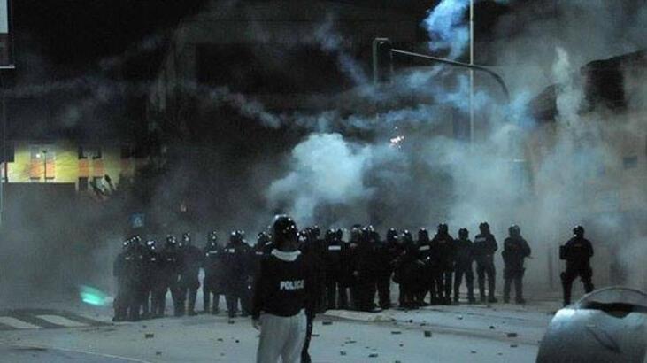 Vekil meclise gaz bombası attı