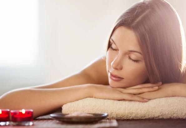 Sıcak yağ masajı ile dinlenin