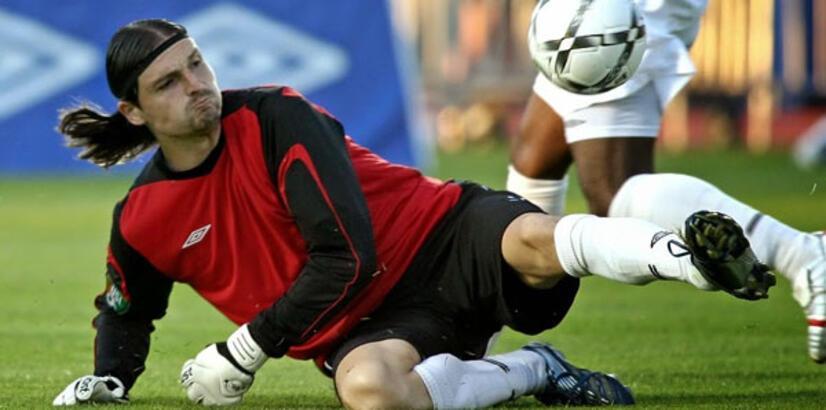 Futbol gezginleri... 6 kıtada da oynayan ilk futbolcu oldu