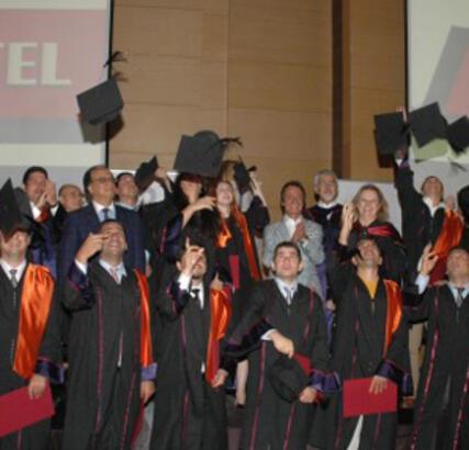 Zorlu'dan yeni mezunlara tavsiye