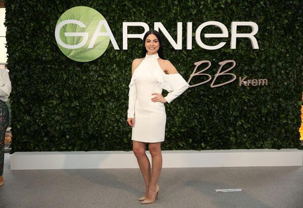 Garnier'nin yeni marka elçisi Demet Özdemir'den anında güzelliğin sırrı