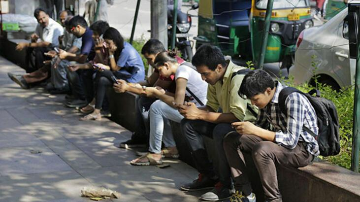 Hindistan'da internet öğrencilere ücretsiz sunulacak