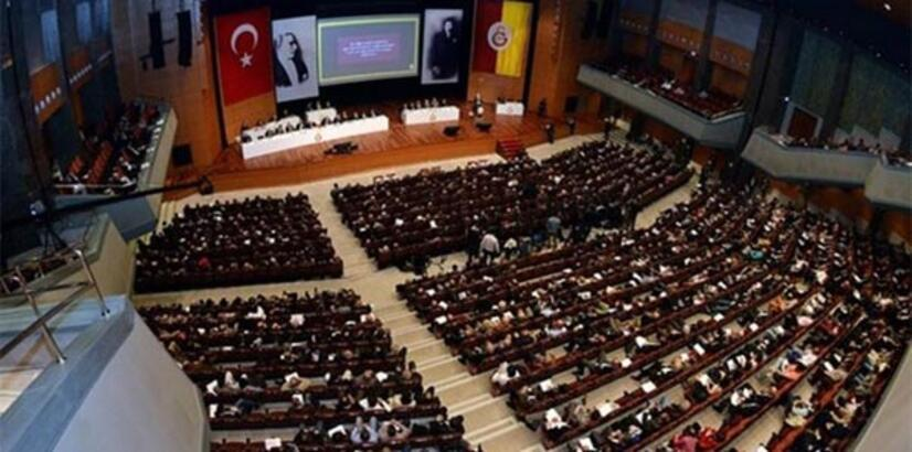Galatasaray'da yönetim ibra edildi!