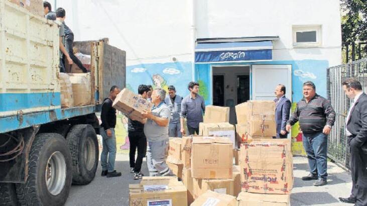 Bodrum'dan Suriye'ye  iki kamyon kırtasiye