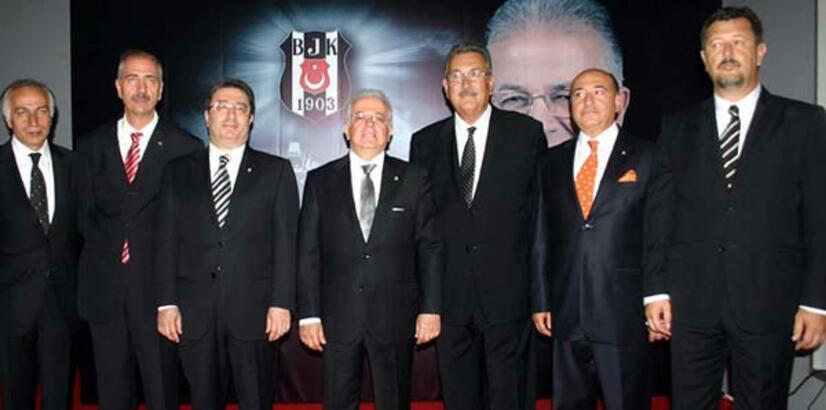 Beşiktaş'ta yeni divan kurulu üyeleri mazbatalarını alıyor