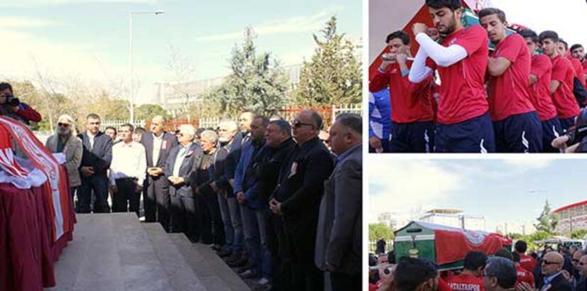 Antalyaspor, Mehmet Özkul için tören düzenledi