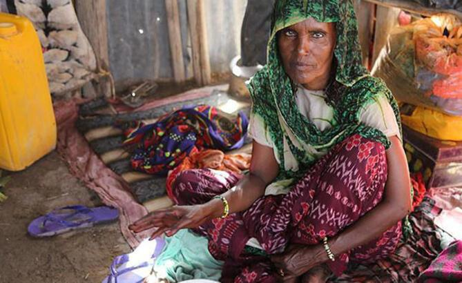Etiyopyalı Ayrulafa kabilesinin iftarı yoğurt ve ekmek
