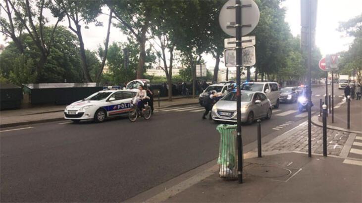 Son dakika... Paris'te polise çekiçli saldırı