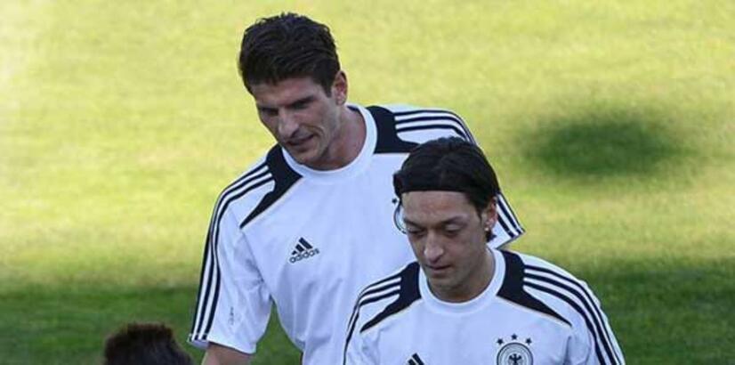 "Mesut Özil: ""Gomez tam aradığımız golcü"""