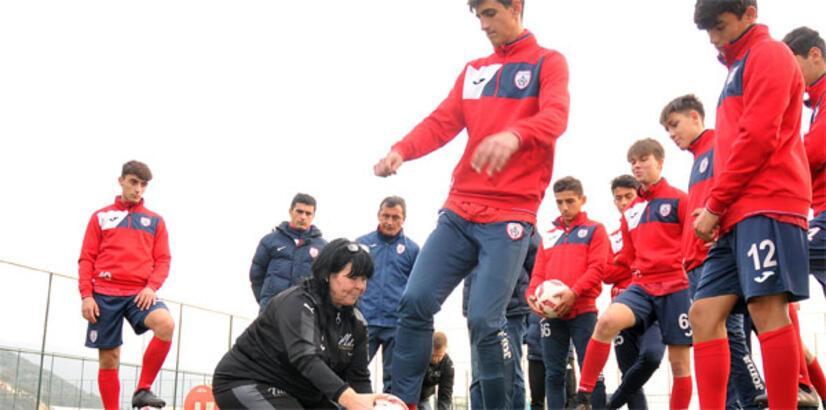 Altınordu'da futbolculara 'ölü yaprak' dersi
