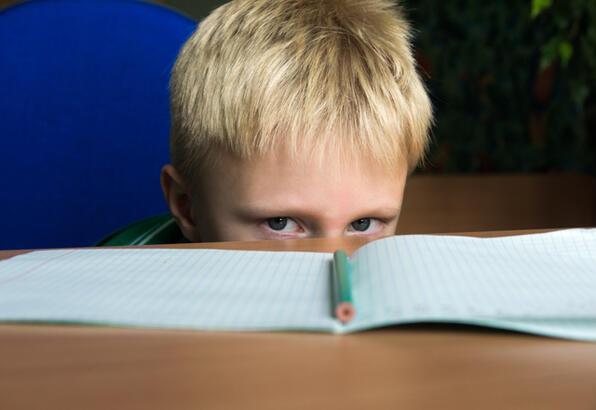 Ders çalışmak istemeyen çocuğa nasıl davranmalı?