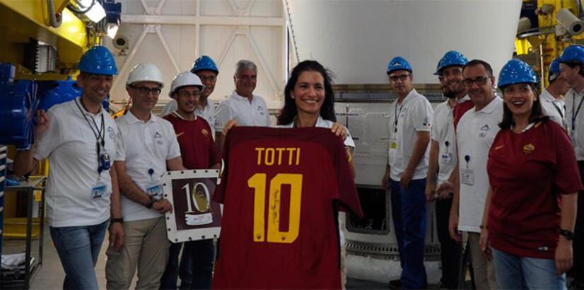 Totti'nin forması uzaya fırlatıldı!