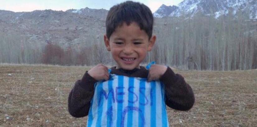 Poşetten Messi forması yapan Murtaza kaçtı!