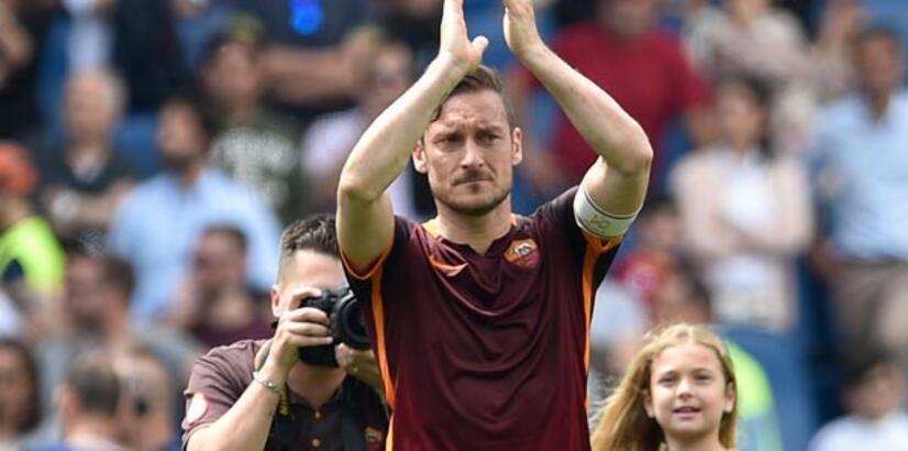 Totti imzayı atıyor!