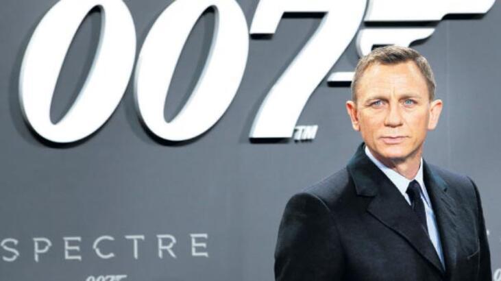 Bond emekliliği yine erteledi!