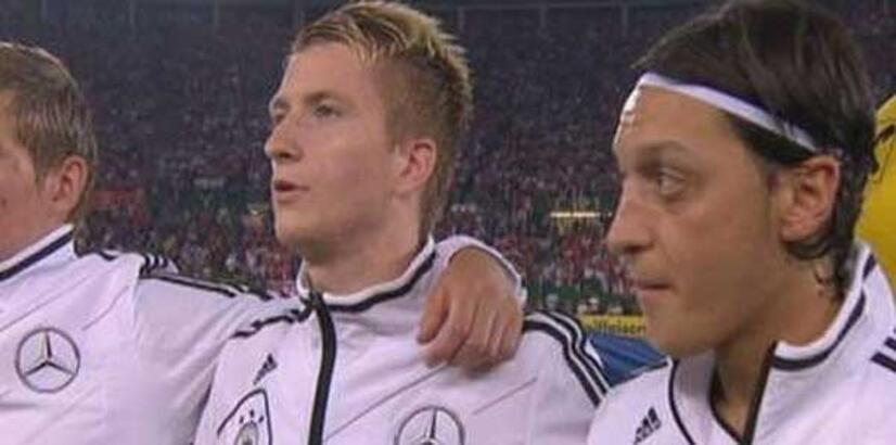 Mesut Özil'e sakız eleştirisi