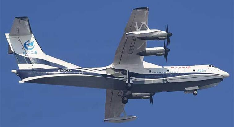 Dünyanın en büyük amfibik uçağı ilk uçuşunu yaptı
