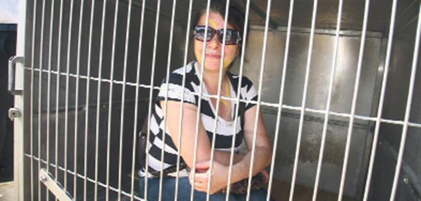 Hayvanseverler kafese girdi