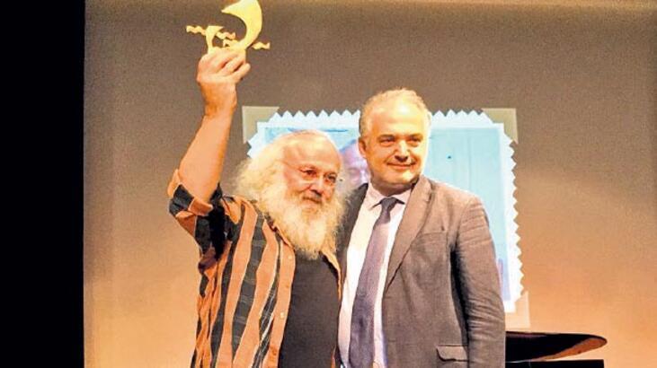 Sezai Sarıoğlu, Behçet Aysan Şiir Ödülü'nü aldı