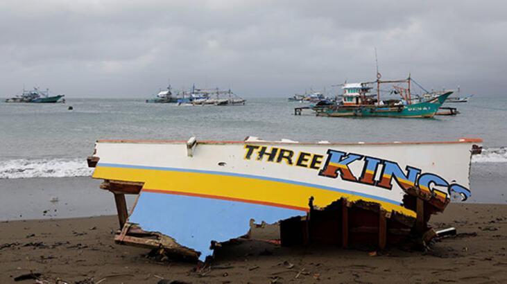 Filipinler'de tayfun 8 kişinin ölümüne neden oldu!